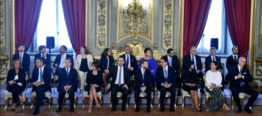 Il giuramento (e il primo consiglio dei ministri) della nuova squadra ...