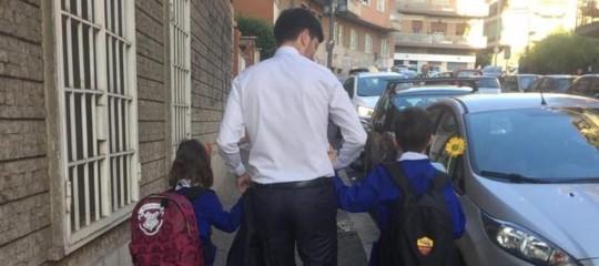 Vaccini Speranza foto figli scuola