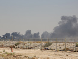 Attacco al più grande impianto del mondo, dimezzata la produzione di petrolio saudita