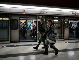 La metropolitana di Hong Kong è deragliata all'ora di punta: otto feriti
