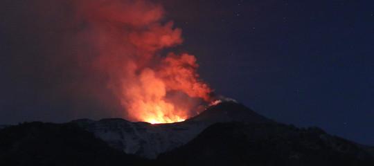 Etna cratere Voragine esplosioni
