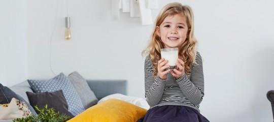 latte bibite bambini obesita