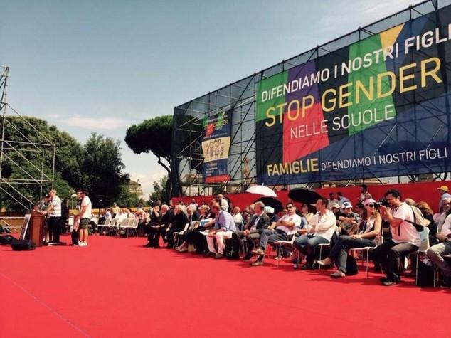 """Il Family day riempie piazza San Giovanni. Grasso, """"si' alle famiglie gay"""""""