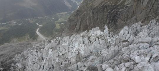 ghiacciaio monte bianco crollo