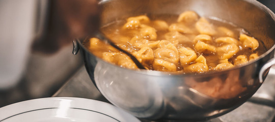 tortellini carne pollo bologna
