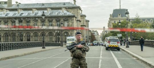 parigi strage poliziotti convertito islam