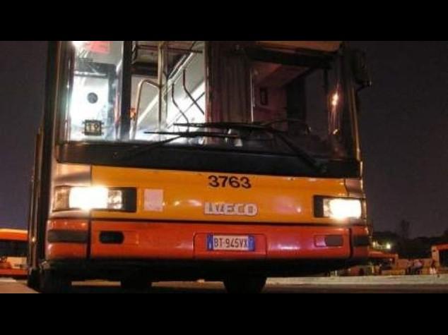 Autista bus accoltellato alla periferia di Roma