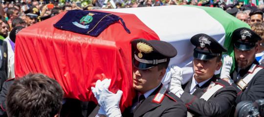 morti forze dell'ordine sparatoria trieste