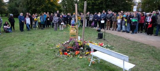 profanati memoriali vittime gruppo neonazista germania