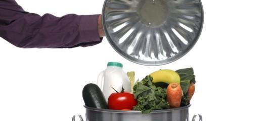 spreco alimentare cibo buttato italia