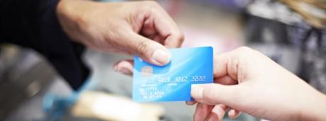 Carta di credito, consumi, spesa, economia, carrello, reddito (Afp)