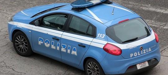 simula luci blu polizia traffico denuncia