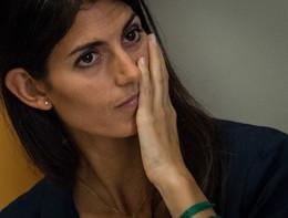 A Roma Pd e Lega raccolgono firme per far dimettere la Raggi