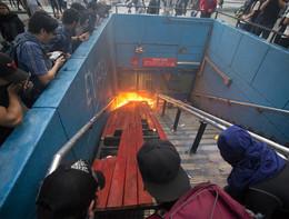 Violente proteste a Santiago del Cile per l'aumento del biglietto del metrò