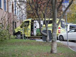 Ruba un'ambulanza in Norvegia e investe alcune persone. Feriti due gemellini