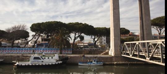 rifiuti Roma barriere Tevere plastica