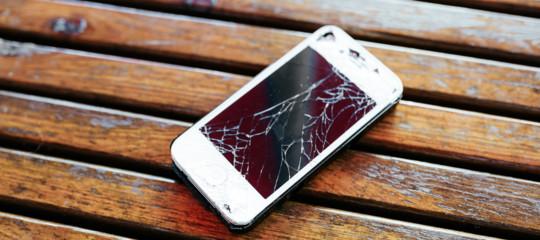 creato vetro indistruttibile smartphone