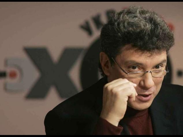"""Omicidio Nemtsov: Mosca contro 'politicizzazione'. Fidanzata, """"non ho visto i killer"""""""
