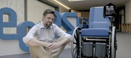sedia a rotelle autonoma alexa