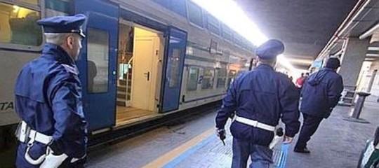 Ragazzo urta testa contro treno angri