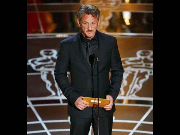 """Sean Penn non si scusa per la battutaccia fatta agli Oscar, """"era ironica"""""""