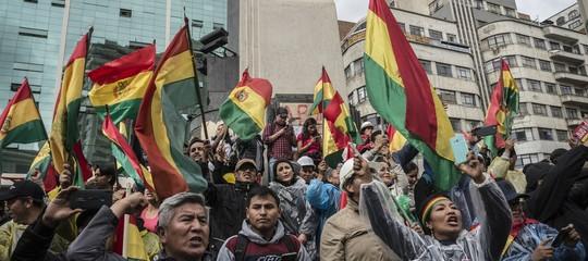 Bolivia violenze dimissioniMorales