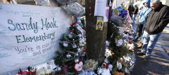 Sandy Hook Corte Suprema armi