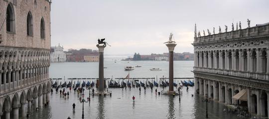 Venezia marea acqua alta picco
