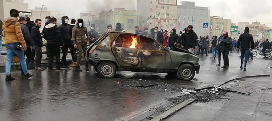 proteste iran aumento benzina