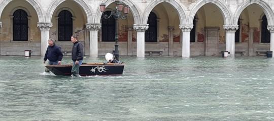 Venezia acqua alta piazza San Marco