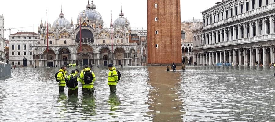 Le immagini dell'acqua alta in Piazza San Marco