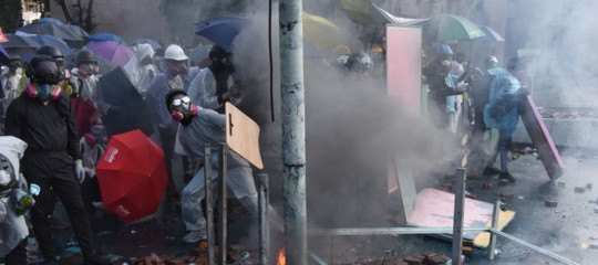 hong kong assedio politecnico scontri
