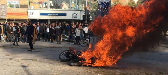 proteste iranbloccato internet caro benzina