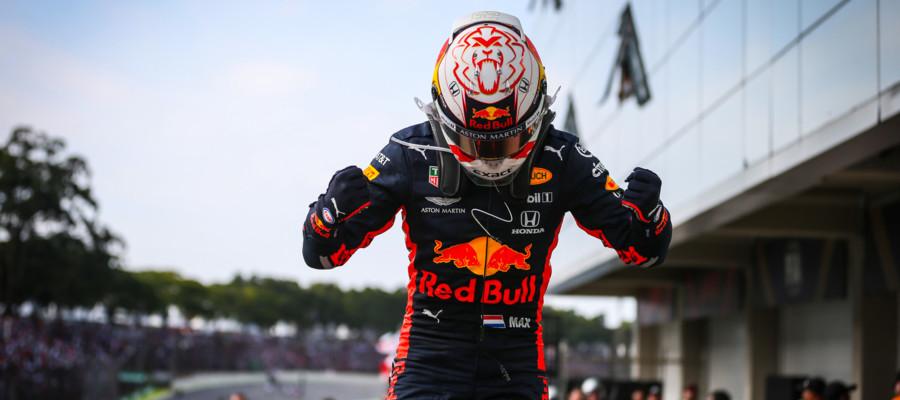 Verstappen vince il GP del Brasile. Le Ferrari si eliminano a vicenda