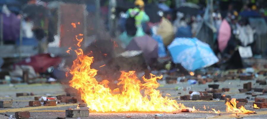 La fragile tregua nella battaglia al Politecnico di Hong Kong