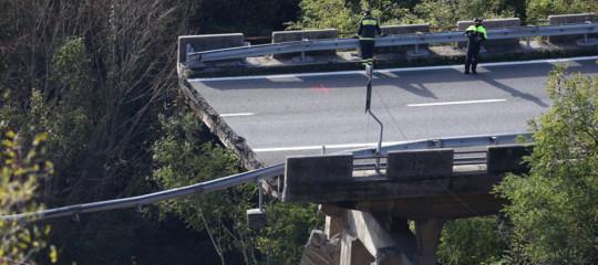 Crollo viadotto riaperta A6