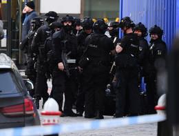 Gli spari contro l'uomo armato di coltello sul London Bridge