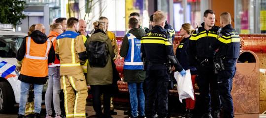 attentato accoltellamento aja olanda