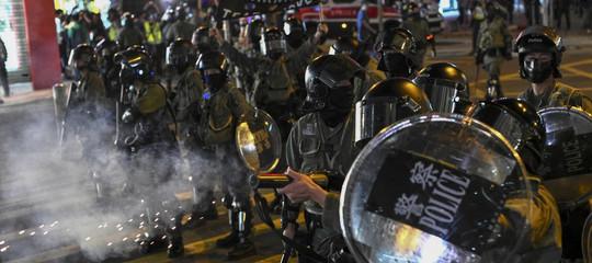 hong kong scontri piazza trump