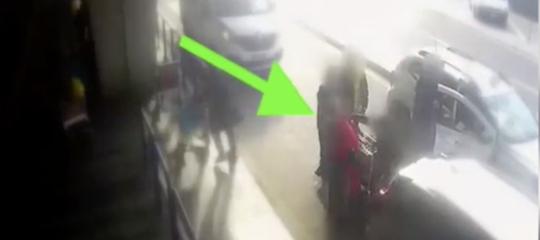 tassista pugno fiumicino video