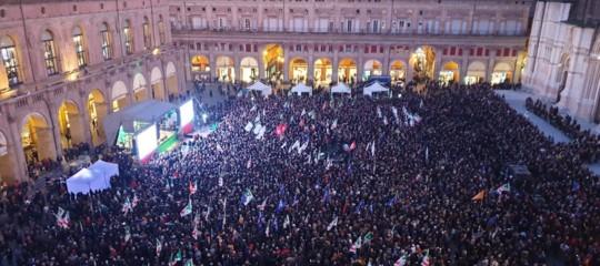 comizio bonaccini piazza maggiore bologna