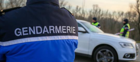 Francia aggredisce passanti polizia neutralizza