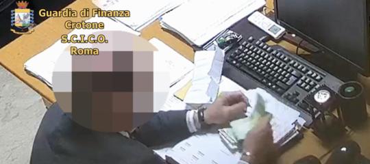 sesso soldi formaggi magistrato arresti calabria