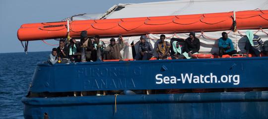 sea watch arriva a taranto