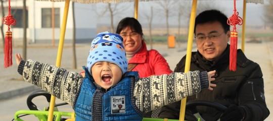Cinesi 1,4 miliardi natalità invecchiamento politica figlio unico