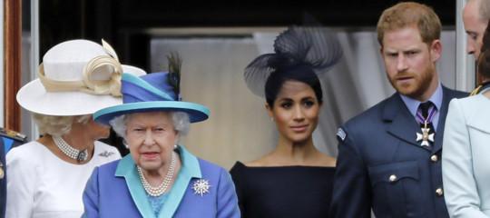 fondi pubblici regina elisabetta harry megan