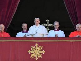 Il Papa ha chiesto di leggere il Vangelo sul telefonino, tutti i giorni