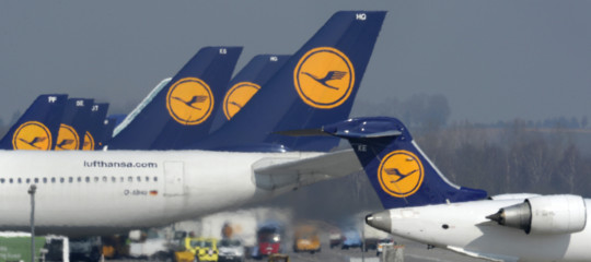 Virus Cina Lufthansavoli sospesi