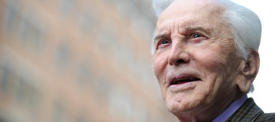 Morta leggenda Hollywood Kirk Douglas, aveva 103 anni