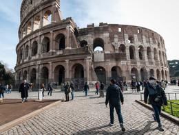 Insulti e minacce a una comitiva di turisti cinesi a Roma